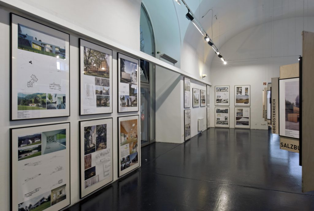 Galerie with various exhibition modules