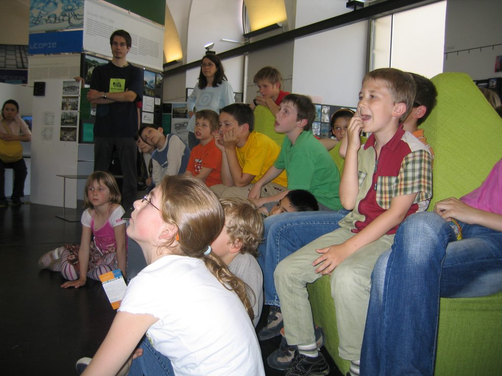 "School students in the permanent exhibition ""a_schau"""