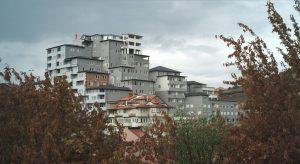 Blick auf Wohnhausanlage