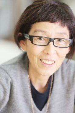 Porträt eine Frau mit schwarzer Brille