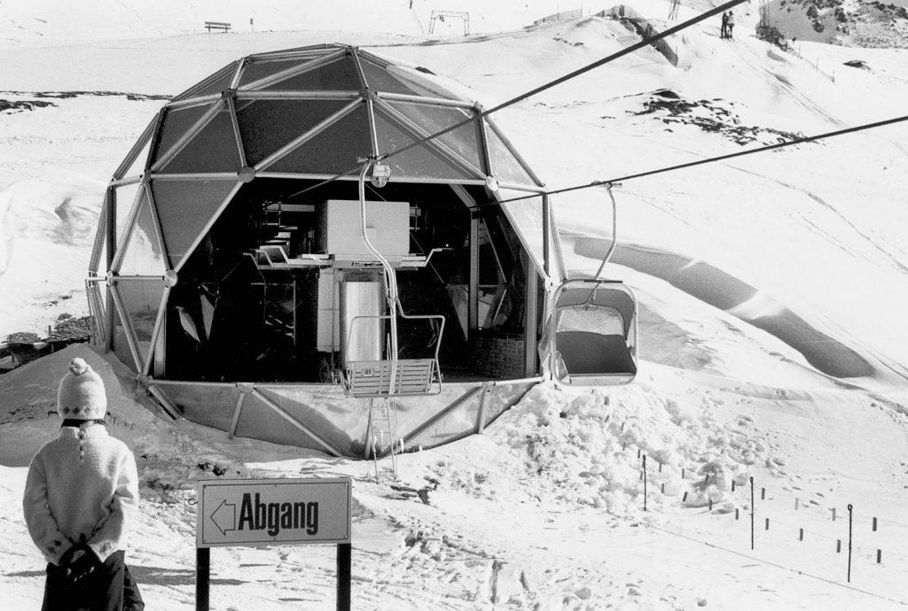 Black and white picture of a round station of a chair lift