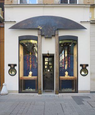 Shop entrance with shop windows, columns and ornaments