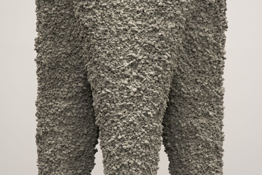 Skulptur aus grauen Steinen