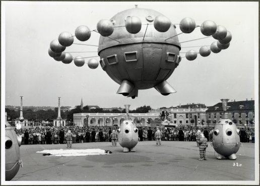 Schwarz-weiß Foto mit Ufo