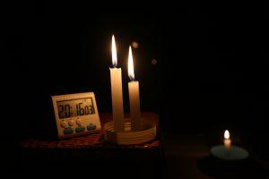 Kerzen in der Dunkelheit