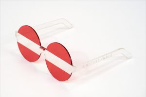 Brille in rot-weiß-rot